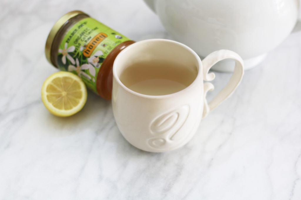 lemon honey tea   heatherlaurenlove.com